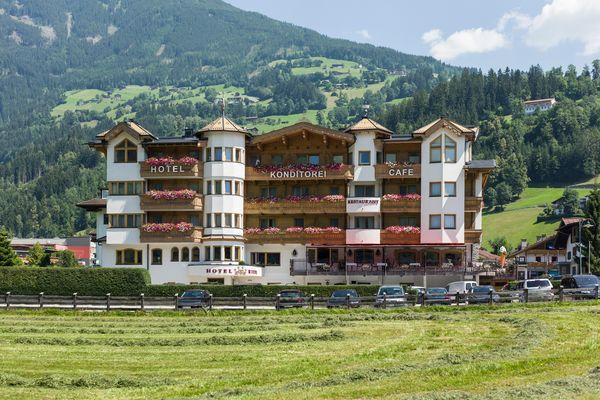 Hotel Riedl im Sommer
