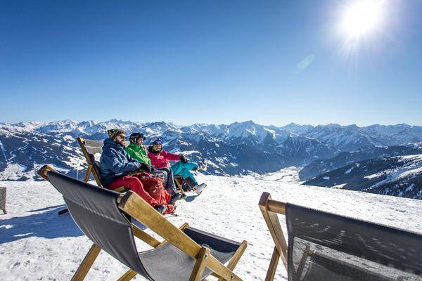 Die Sonne im Skigebiet genießen