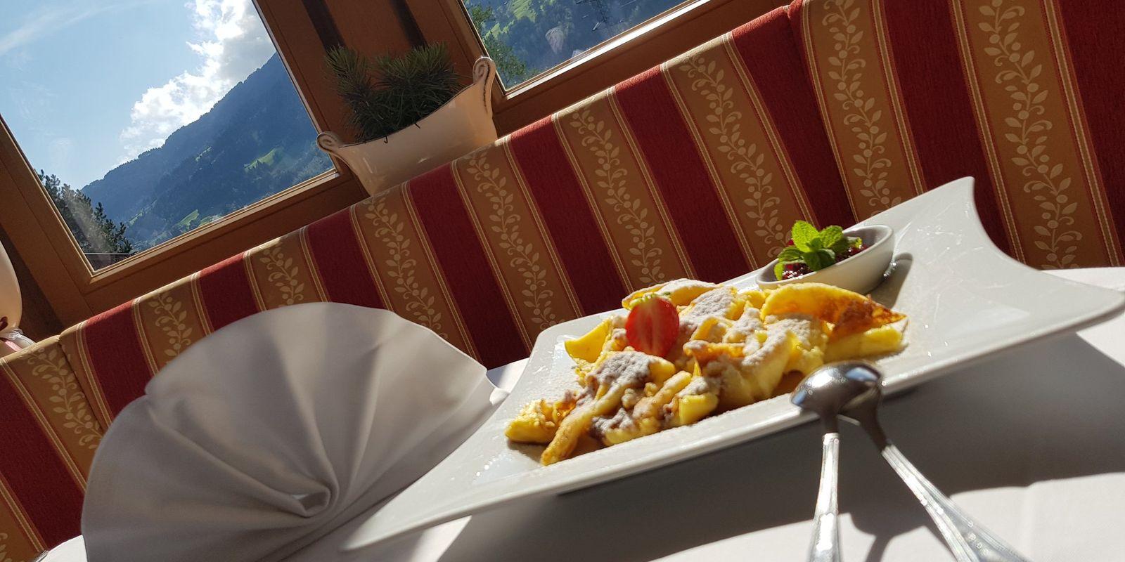 Kaiserschmarren - feine Spezialität im Cafe Riedl